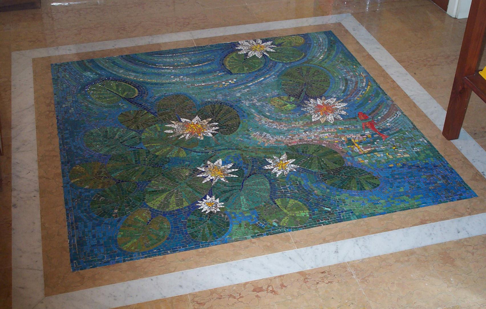 """Pavimento a mosaico """"Stagno con pesce rosso"""""""